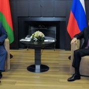 À Sotchi, Poutine soutient par défaut l'encombrant Loukachenko face aux Européens