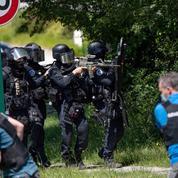 Policière poignardée: indignation et impatience chez les politiques