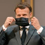 Covid-19: Emmanuel Macron ne veut pas se précipiter sur la fin du port du masque
