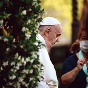 Pédophilie: le pape François durcit le droit canonique