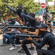 En Birmanie, la résistance se militarise et rend coup pour coup à la junte