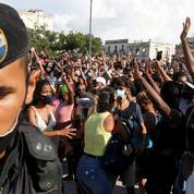 Raoul Castro vitupère, mais les Cubains manifestent