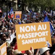 Manifestations anti-passe sanitaire: l'exécutif minimise l'ampleur de la crise mais reste en alerte