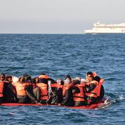 Migrants: à Calais, l'inlassable ballet nocturne des «small boats» vers l'Angleterre