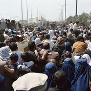 Afghanistan: à Kaboul, les évacuations se poursuivent dans le chaos