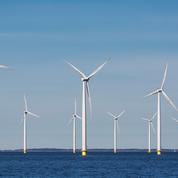 Castex lance un nouveau parc éolien en mer en Normandie