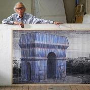 Les Charpentiers de Paris emballent l'Arc de triomphe pour Christo