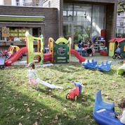 «Laissez les enfants jouer dehors»: l'essor des crèches en plein air