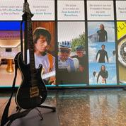 La guitare du clip «Pas toi» de Jean-Jacques Goldman adjugée 50000 € pour l'association Premiers de cordée