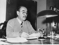 Le 2 novembre 1956, Imre Nagy, chef du gouvernement rebelle, s'exprime à la radio.
