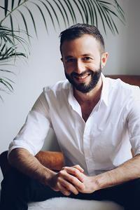 Johann Ouaki, diplômé de Paris-Dauphine, travaille en tant qu'indépendant depuis 9 ans.