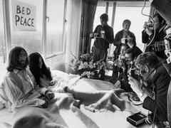 Des images que l'on croyait à jamais perdues de John Lennon et Yoko Ono au lit refont surface
