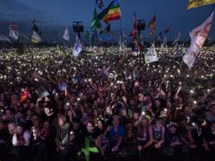«Tuez la crasse Tory»:le festival de Glastonbury exclut un groupe aux paroles polémiques