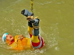 Mauvais karma: un magicien indien plonge enchaîné dans le Gange et ne réapparaît jamais