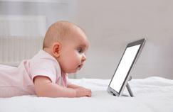 Bébés et écrans: des preuves d'un risque accru de surpoids