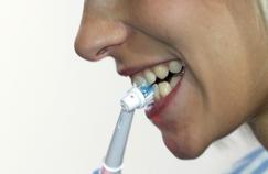 Les brosses à dents électriques sont-elles trop abrasives ?