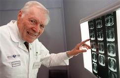 Pionnier de la greffe cardiaque, le Pr Christian Cabrol est mort