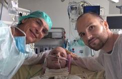 Un grand brûlé sauvé grâce à la peau de son frère jumeau