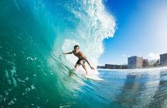 Pourquoi les surfeurs sont plus exposés aux bactéries résistantes aux antibiotiques