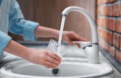 Cash Investigation enquête sur le business de l'eau sur France 2