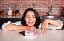 Pourquoi se ressert-on toujours du gâteau ?