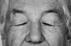 Pourquoi dort-on moins en vieillissant ?