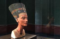 Néfertiti vue par Stéphane Bern sur France 2