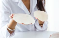 La sûreté des implants mammaires va être réévaluée après des cas d'un cancer rare