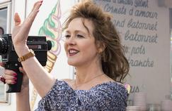 Agnès Soral s'abandonne sur M6