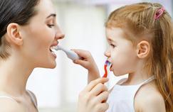 Un colorant bientôt interdit dans l'alimentation retrouvé dans deux tiers des dentifrices