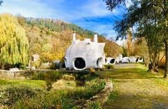 Les maisons-bulles d'Häusermann dans les Vosges en vente aux enchères