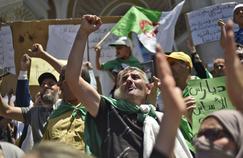 Algérie: la rue et l'armée à couteaux tirés
