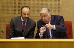Réforme des institutions: Philippe esquisse un report, Larcher dénonce un «renoncement»