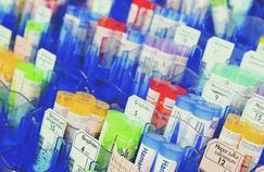 Homéopathie: des médecins réclament la fin de son enseignement à l'université