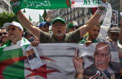 Les rues d'Alger à nouveau noires de monde contre le pouvoir