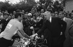 Quand les présidents de la République font étape sur le Tour de France