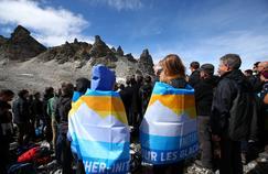 Suisse: une «marche funèbre» en montagne pour un glacier disparu