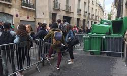 Le blocus devant le lycée Fénelon. (© LH)