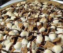 Pizza-cookie marshmallow-céréales. ©M. Spencer