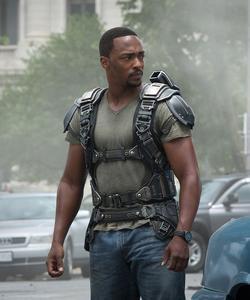 Anthony Mackie interprète Faucon, l'acolyte de Captain America, et depuis «Endgame», son successeur officiel.