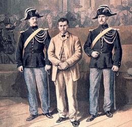 Santo Caserio, l'assassin du président Sadi Carnot, ici lors de son procès en 1894 (gravure). Il est guillotiné en août.