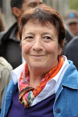 En 2010 à Paris, Arlette Laguiller manifeste contre la réforme des retraites.