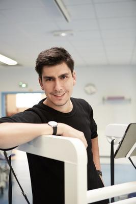 Félix Botella veut permettre aux patients de marcher en autonomie. ©Dyson