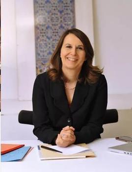 Valérie Piau est une avocate spécialisée dans le droit de l'éducation.