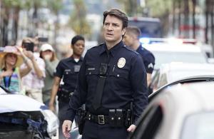 The Rookie: Nathan Fillion fait ses premiers pas dans la police sur M6
