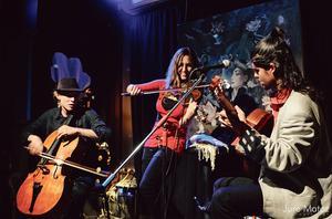 Le Wild Strings Trio en concert au Paris Prague  Jazz Club (VI <sup>e</sup>).