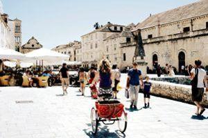 De places immaculées en ruelles ombragées, la vieille ville de Hvar incite à explorer son histoire...