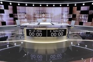 Le plateau du débat de l'entre-deux tours situé à la Plaine Saint-Denis, près de Paris.