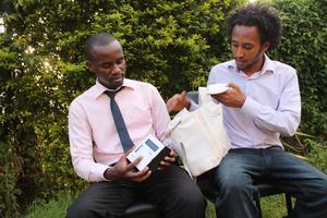 Brian et Bes, deux des cofondateurs (crédits: Alima Athumani)