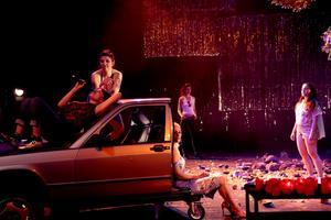 Le road-trip punk de Virginie Despentes sur la scène du Théâtre Paris-Villette.